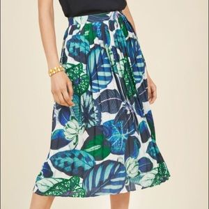ModCloth tropical pleated midi skirt - L